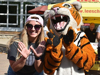 Wittenberg Student with Ezry the Tiger