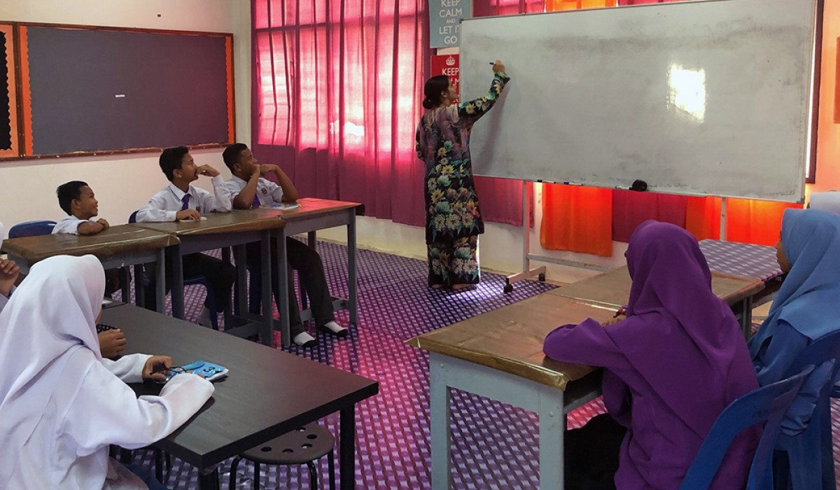 Maria Symons teaching students in Malaysia
