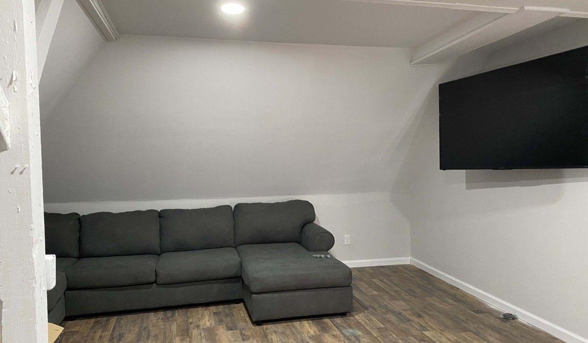 Upper-level lounge